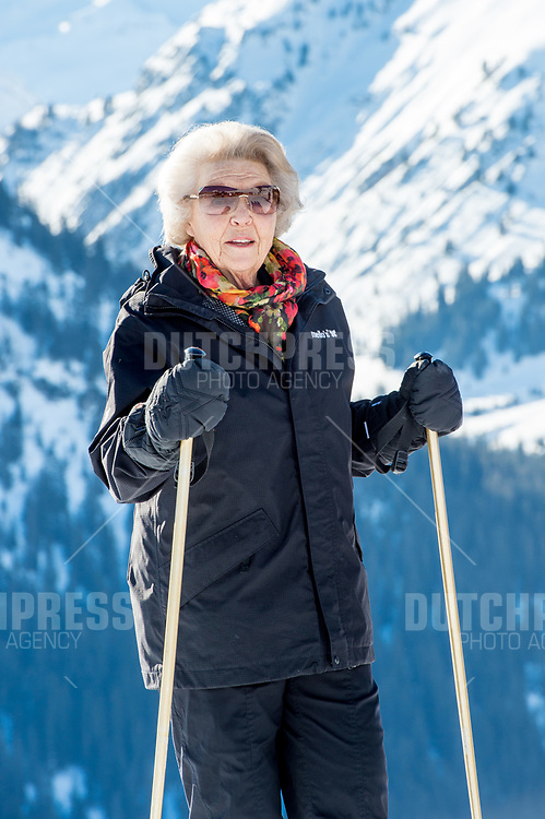 Prinses Beatrix tijdens de jaarlijkse Fotosessie in Lech, Oostenrijk.
