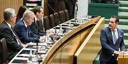 13.10.2016, Parlament, Wien, AUT, Parlament, Nationalratssitzung, Sitzung des Nationalrates mit Generaldebatte über das Bundesfinanzgesetz 2017, im Bild v.l.n.r. Bundesminister für Finanzen Hans Jörg Schelling (ÖVP), Vizekanzler und Minister für Wirtschaft und Wissenschaft Reinhold Mitterlehner (ÖVP), Bundeskanzler Christian Kern (SPÖ) und Klubobmann FPÖ Heinz-Christian Strache // f.l.t.r. Austrian Minister of Finance Hans Joerg Schelling, Vice Chancellor of Austria and Minister of Science and Economy Reinhold Mitterlehner, Federal Chancellor of Austria Christian Kern and Leader of the parliamentary group FPOe Heinz Christian Strache during meeting of the National Council of austria according to government budget 2017 at austrian parliament in Vienna, Austria on 2016/10/13, EXPA Pictures © 2016, PhotoCredit: EXPA/ Michael Gruber