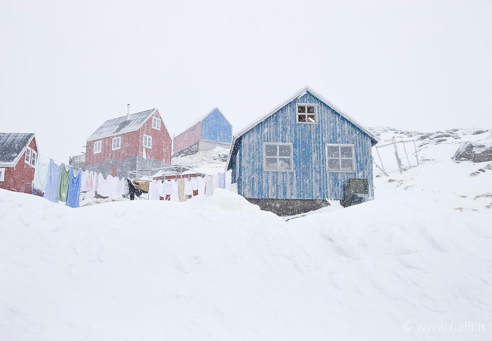 Houses in the village, Kulusuk, Greenland - Hús í Kulusuk á Grænlandi