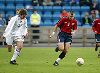 Fotball, 28. april 2004, Privatlandskamp, Norge-Russland 3-2, Alexei Smertin, Russland, og Magne Hoset, Norge