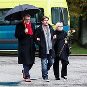 NLD/Leusden/20131107 - Uitvaart Leen Timp, Jeroen Krabbe met partner Herma en zoon Martijn Krabbe