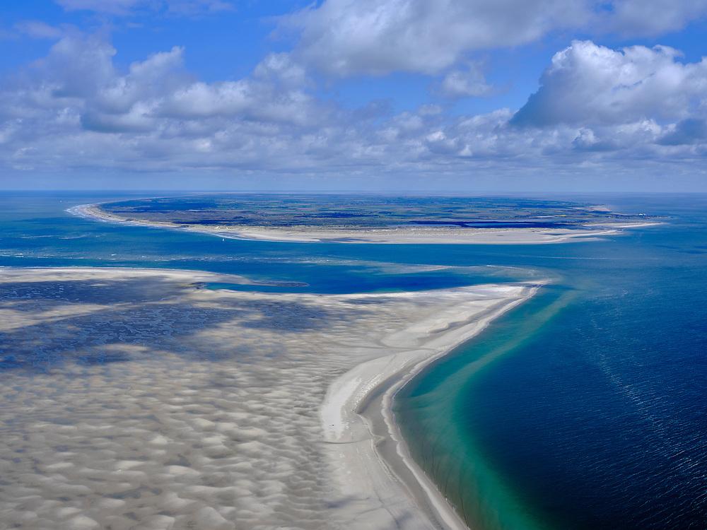 Nederland, Noord-Holland, Texel 07-05-2021; Noorderhaaks, onbewoonde zandplaat - eiland in wording, gelegen in het Marsdiep (tussen Den Helder en Texel). Ook wel genaamd 'Razende bol' (de oostelijke punt, hier in beeld). Gezien naar De Hors (Texel).<br /> Noorderhaaks, uninhabited sandbar - island in the making, located in the Marsdiep (between Den Helder and Texel). Also called 'Raging sphere' (the eastern tip, shown here). Seen to De Hors (Texel).<br /> luchtfoto (toeslag op standard tarieven);<br /> aerial photo (additional fee required)<br /> copyright © 2021 foto/photo Siebe Swart