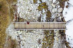 THEMENBILD - ein Wanderer auf einer Holzbrücke über einem Gletscherbach mit grünem und mit Schnee bedeckten Ufer, aufgenommen am 28. Maerz 2019 in Kaprun, Oesterreich // a hiker on a wooden bridge over a glacier stream with green and snow covered shore in Kaprun, Austria on 2019/03/28. EXPA Pictures © 2019, PhotoCredit: EXPA/ JFK
