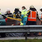 Dodelijk ongeval A27 Blaricum.ambulance, backboard, ongeluk, brandweer, broeder, politie