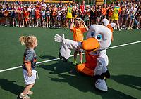 AMSTELVEEN -Stockey met de kinderen van assistent-coach Albert Kees Manenschijn (Ned) na   de Pro League hockeywedstrijd dames, Nederland-Australie (3-1) COPYRIGHT  KOEN SUYK