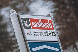 THEMENBILD - Ortsschild und Ankündigung zur Alpinen Ski Weltmeisterschaft 2025. Der Weltcup- und Tourismusort Hinterglemm im Salzburger Land ist während des Lockdowns Menschenleer, aufgenommen am 16. Februar 2021, Hinterglemm, Österreich // Place name sign and announcement for the Alpine Ski World Championships 2025. The world cup and tourist resort Hinterglemm in the Salzburger Land is deserted during the lockdown on 2021/02/16, Hinterglemm, Austria. EXPA Pictures © 2021, PhotoCredit: EXPA/ Stefanie Oberhauser
