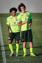 Marcelo e David Luiz durante o treino de Brasil antes da partida contra o Colombia, válida pelas quartas de final da Copa do Mundo 2014, no Estádio Presidente Vargas, em Fortaleza-CE. FOTO: Jefferson Bernardes/ Agência Preview