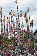 Lipnica Murowana, 2010-03-28. Konkurs palm wielkanocnych przy kolumnie św. Szymona z Lipnicy w Niedzielę Palmową w Lipnicy Murowanej