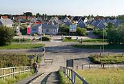 Nederland, zeeuws vlaanderen, nieuwvliet, 10-9-2019Langs de kust vlak aan de dijk, zeedijk, ligt het nieuwe beachresort Nieuwvliet Bad . Het is een vakantiedorp, met vakantiehuisjes .Beach resort Nieuwvliet-bad . Foto: Flip Franssen