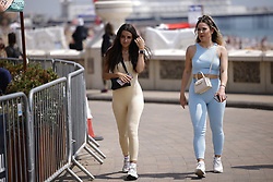 © Licensed to London News Pictures. 24/06/2021. Brighton, UK. Visitors to Brighton enjoy the warm sunny weather. After recent rain, a period of high temperatures and sunshine is forecast in the south. Photo credit: Peter Macdiarmid/LNP