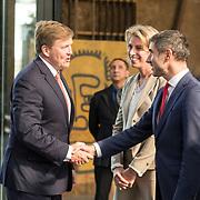 NLD/Utrecht/20190308  - Willem-Alexander geeft het startsein vd 'Week voor de Gezonde Jeugd', De koning wordt begroet