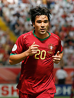 Photo: Glyn Thomas.<br />Portugal v Iran. Group D, FIFA World Cup 2006. 17/06/2006.<br /> Portugal's Deco.