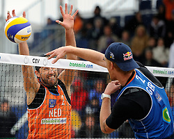 03-06-2012 VOLLEYBAL: EK BEACHVOLLEYBAL FINAL: SCHEVENINGEN<br /> (L-R) Emiel Boersma, Jonas Reckermann<br /> ©2012-FotoHoogendoorn.nl