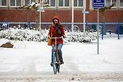 In Utrecht rijdt een meisje door de sneeuw. Nederland geniet van de eerste sneeuw sinds lange tijd.<br /> <br /> In Utrecht a woman rides in the snow. People in the Netherlands enjoy the first snow since years.