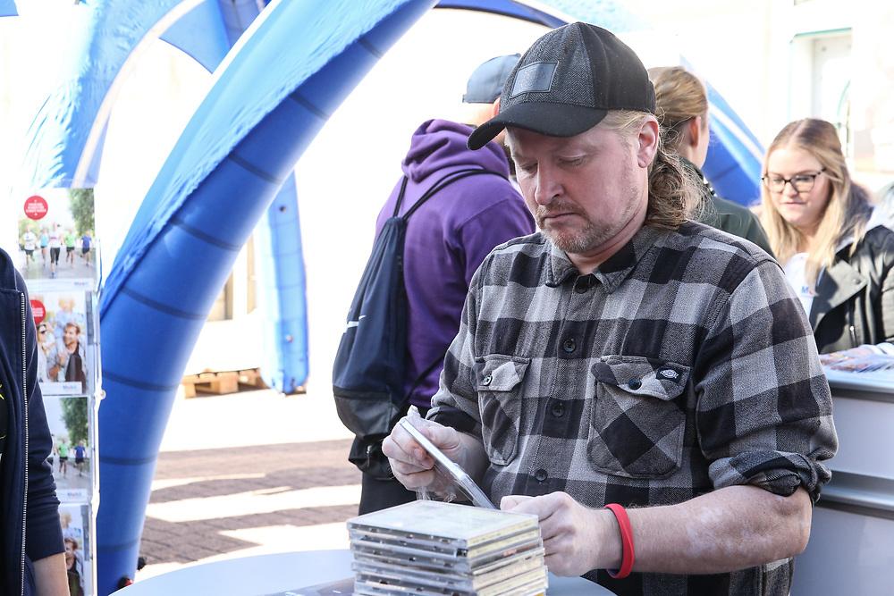 Urban Challenge, Celle, 30.09.2018<br /> Joey Kelly gibt Autogramme<br /> © Torsten Helmke