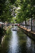 Cruise through the canals of Delft. | Rondvaart door de grachten van Delft.