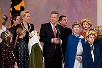 06 JAN 2012, BERLIN/GERMANY:<br /> Christian Wulff (M), Bundespraesident, und Bettina Wulff, Gattin des Bundespraesidenten, Wulff spricht zu den Sternsingern, waehrend dem Sternsingerempfang der 54. Aktion Dreikoenigssingen 2012, Grosser Saal, Schloss Bellevue<br /> IMAGE: 20120106-01-029<br /> KEYWORDS: Sternsinger, Heilige drei Könige, Heilige drei Koenige, Dreikönigssingen