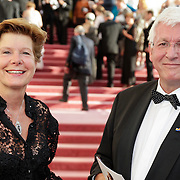 NLD/Amsterdam/201200704 - Inloop Koninging Beatrix bij afscheid Hans van Manen, Maartje van Weegen en partner Joop Daalmeijer