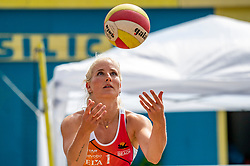 Marrit Jasper in action. From July 1, competition in the Netherlands may be played again for the first time since the start of the corona pandemic. Nevobo and Sportworx, the organizer of the DELA Eredivisie Beach volleyball, are taking this opportunity with both hands. At sunrise, Wednesday exactly at 5.24 a.m., the first whistle will sound for the DELA Eredivisie opening tournament in Zaandam on 1 July 2020 in Zaandam.