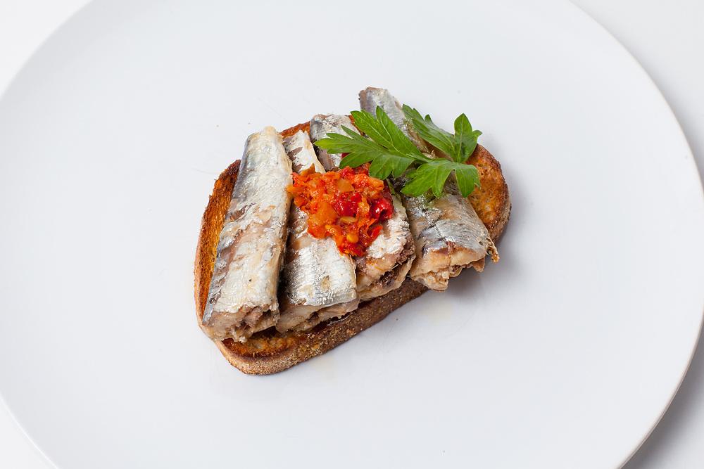 Piri Piri Sardines on Toast from the fridge (m€) - COVID-19 Social Distancing