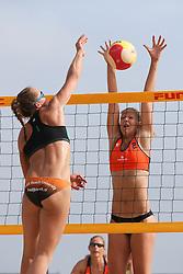 20160724 NED: NK Beachvolleybal 2016, Scheveningen <br />Mexime van Driel, Katja Stam <br />©2016-FotoHoogendoorn.nl / Pim Waslander
