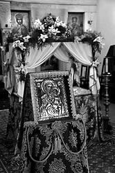 Lecce - Salento - Adorazione del Santo Sepolcro il Giovedì Santo nella Chiesa di San Niccolò dei Greci. La chiesa fu costruita dal 1765 ad opera dei architetti palma, Marsione, Lombardo e Carrosso per la colonia di mercanti greci e albanesi che abitavano in città. Al suo interno si celebrano le fuinzioni secondo il rito greco-bizantino.