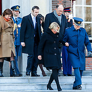 NLD/Breda/20130327 - HMH Konining Beatrix brengt decoratie Kosovo 1999 aan op vaandel Koninklijke Luchtmacht, Jeanine Hennis - Plasschaert en Mr. Pieter van Vollenhoven