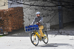 17.03.2020, Innsbruck, AUT, Coronavirus in Österreich, tägliches Leben in der Coronavirus Krise, im Bild ein Postmitarbeiter auf einem Fahrrad // a postal employee on a bicycle. The Austrian government is pursuing aggressive measures in an effort to slow the ongoing spread of the coronavirus Innsbruck, Austria on 2020/03/17. EXPA Pictures © 2020, PhotoCredit: EXPA/ Erich Spiess