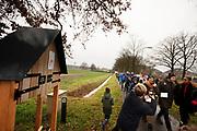 DJ's Mark van der Molen en Jorien Renkema lopen de etappe van Deventer naar Raalte. In de week van kerst lopen zes DJ's van radiozender 3FM in duo's van Goes naar Groningen in het kader van 3FM Serious Request: The Lifeline. De route wordt steeds in etappes afgelegd, de duo's wisselen elkaar steeds om de zes uur af. Tijdens het lopen presenteren de dj's het radioprogramma. Met de actie willen de dj's geld ophalen voor slachtoffers van mensenhandel.
