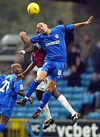 Fotball<br /> England 2004/2005<br /> Foto: BPI/Digitalsport<br /> NORWAY ONLY<br /> <br /> Millwall v West Ham United<br /> Coca Cola Championship. 21/11/2004.<br /> <br /> Match winner Danny Dichio of Millwall wins the header against Darren Powell