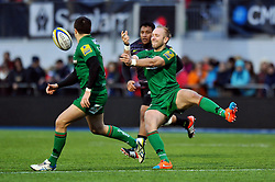 Shane Geraghty of London Irish passes the ball - Photo mandatory by-line: Patrick Khachfe/JMP - Mobile: 07966 386802 03/01/2015 - SPORT - RUGBY UNION - London - Allianz Park - Saracens v London Irish - Aviva Premiership