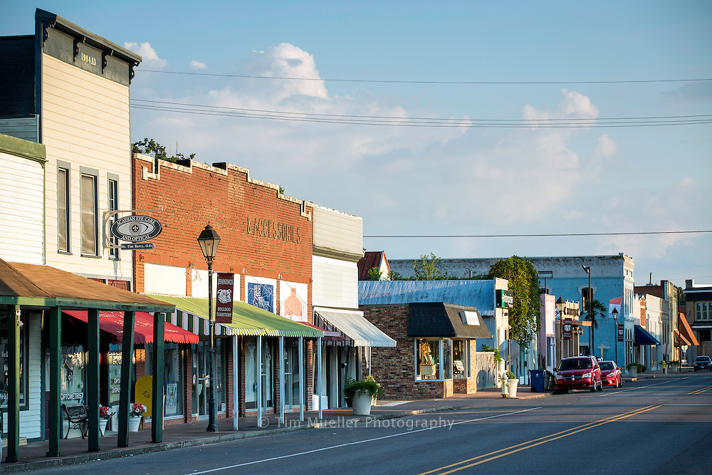The theatre and downtown Jennings, La. is several blocks away from Louisiana Highway 26 and the Flyway Byway route in Jefferson Davis Parish.