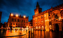 Flooflit buildings in the Piazza Maggiore on a wet rainy evening, Bologna, Italy<br /> <br /> (c) Andrew Wilson   Edinburgh Elite media