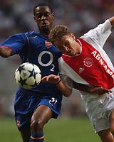 Fotball<br /> Treningskamper <br /> 01.08.2004<br /> Foto: SBI/Digitalsport<br /> NORWAY ONLY<br /> <br /> Ajax v Arsenal<br /> <br /> Ajax's Nicolae Mitea and Arsenal's Justin Hoyte