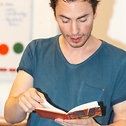 NLD/de Meern/20151009 - Voorleesactie prinses Laurentien + Jan Terlouw boek 'Kapsones', dj Gregor Saltor leest voor aan scholieren