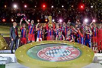 Fotball<br /> Tyskland<br /> 17.05.2014<br /> Foto: Witters/Digitalsport<br /> NORWAY ONLY<br /> <br /> FC Bayern Muenchen, DFB-Pokalsieger 2014, Franck Ribery mit Pokal<br /> <br /> Fussball, DFB-Pokal-Finale 2014, Borussia Dortmund - FC Bayern München