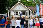 BAARN, 10-6-2020. Prinses Beatrix tijdens de landelijke Buitenspeeldag van Stichting Nationaal Jeugdfonds Jantje Beton in de speeltuinvereniging Baarn. Dit jaar wordt de  Buitenspeeldag voor de dertiende keer georganiseerd. Prinses Beatrix is beschermvrouwe van Jantje Beton.<br /> <br /> Princess Beatrix during the national Outdoor Play Day of the National Youth Fund Jantje Beton Foundation in the Baarn playground association. This year the Outdoor Play Day is organized for the thirteenth time. Princess Beatrix is the patroness of Jantje Beton.