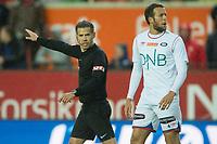 Fotball<br /> 02.07.2017<br /> Eliteserien<br /> Brann Stadion<br /> Brann - Vålerenga<br /> Dommer Tom Harald Hagen (L)<br /> Jonatan Tollås Nation (R) , Vålerenga<br /> Foto: Astrid M. Nordhaug