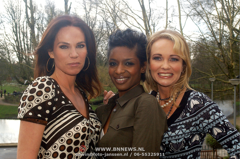 NLD/Amsterdam/20070308 - Persviewing Ex Wives Club, Rosalie van Breemen, Sylvana Simons, Esther Kreukniet