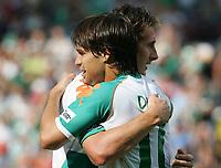 1:1 Jubel Torschuetze Miroslav Klose, Diego Bremen<br /> Bundesliga SV Werder Bremen - Bayer 04 Leverkusen<br /> Norway only