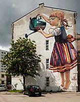 """17.05.2016 Bialystok n/z najbardziej znany bialostocki mural """" Dziewczynka z konewka """" autorstwa Natalii Rak - artystki zwiazanej ze street-artem fot Michal Kosc / AGENCJA WSCHOD"""