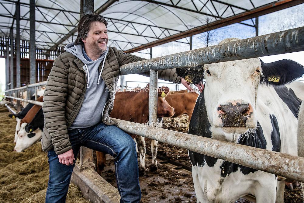 Nederland, Baambrugge, 23 april 2016.<br /> koopeenkoe.nl, een duurzaam bedrijf, waar je online SAMEN een koe kan kopen. Het vleespakket wordt pas opgestuurd als de hele koe verkocht is. Op het terrein is een boerderij, slagerij, etc. <br /> Initiatiefnemer is Yvo van Rijen. (zie foto)<br /> <br /> Netherlands, Baambrugge, April 23, 2016<br /> koopeenkoe.nl, a sustainable business where you can buy a cow TOGETHER online. The meat packet will only be sent once the whole cow has been sold. On the property there is a farm and a butcher. Initiator is Yvo van Rijen (in the photo)<br /> <br /> Foto: Jean-Pierre Jans
