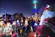 Nederland, the netherlands, Wamel, 17-11-2018Intocht van de Sint in het donker met lichtjes. Gezeten achterop een door het paard getrokken wagen liepen de kinderen achter hem aan.Foto: Flip Franssen