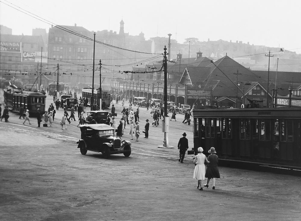 People Going Home, Sydney, Australia, 1930