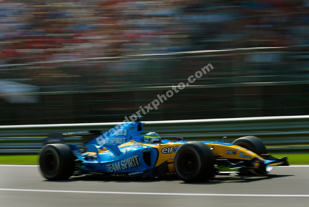 Giancarlo Fisichella (Renault) in the 2005 Italian Grand Prix at Monza. Photo: Grand Prix Photo