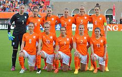 20-05-2015 NED: Nederland - Estland vrouwen, Rotterdam<br /> Oefeninterland Nederlands vrouwenelftal tegen Estland. Dit is een 'uitzwaaiwedstrijd'; het is de laatste wedstrijd die de Nederlandse vrouwen spelen in Nederland, voorafgaand aan het WK damesvoetbal 2015 / Teamfoto met (TL-R) Sari van Veenendaal #1, Merel van Dongen #4, Eshly Bakker #9, Petra Hogewoning #5, Stefanie van der Gragt #3, Tessel Middag #6, Maran van Erp #8, Jill Roord #10, Vanity Lewerissa #7, nv2/, Daniëlle van de Donk #11