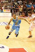 DESCRIZIONE : Pistoia campionato serie A 2013/14 Giorgio Tesi Group Pistoia Vanoli Cremona <br /> GIOCATORE : Jarrius Jackson<br /> CATEGORIA : palleggio<br /> SQUADRA : Vanoli Cremona<br /> EVENTO : Campionato serie A 2013/14<br /> GARA : Giorgio Tesi Group Pistoia Vanoli Cremona <br /> DATA : 10/11/2013<br /> SPORT : Pallacanestro <br /> AUTORE : Agenzia Ciamillo-Castoria/GiulioCiamillo<br /> Galleria : Lega Basket A 2013-2014  <br /> Fotonotizia : Pistoia campionato serie A 2013/14 Giorgio Tesi Group Pistoia Vanoli Cremona<br /> Predefinita :