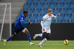 Carl Lange (FC Helsingør) følges af Franco Atchou (Fremad Amager) under træningskampen mellem FC Helsingør og Fremad Amager den 18. januar 2020 på Helsingør Ny Stadion (Foto: Claus Birch)
