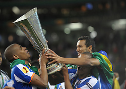18-05-2011 VOETBAL: EUROPA LEAGUE FINAL FC PORTO - CLUBE DE BRAGA: DUBLIN<br /> Fernando of FC Porto (L) holds the Europa Cup and celebrates with team mates <br /> *** NETHERLANDS ONLY***<br /> ©2011-FotoHoogendoorn.nl/ EXPA/M. Atkins