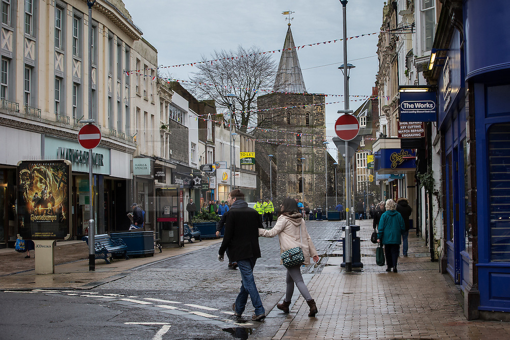© Licensed to London News Pictures . 30/01/2016 . Dover , UK . Biggin Street in Dover town centre , ahead of demonstrations by far-right groups (including The National Front , The North West Infidels and The South East Alliance ) and , opposing them , anti-fascists , close to the port of Dover in Kent . Photo credit : Joel Goodman/LNP